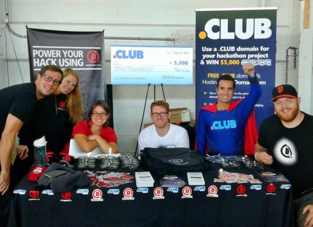 dotclub-and-domaindotcom-at-techcrunch-disrupt-hackathon-636x462